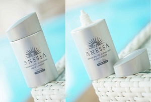 Anessa Essence UV sunscreen aqua booster SPF 50+ PA++++